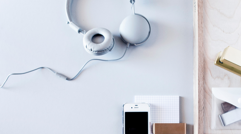 Uplifting Podcasts You Should Be Listening to Right Now